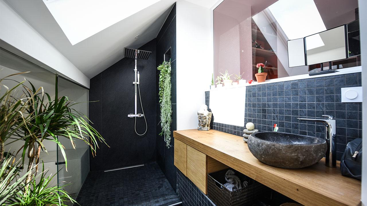 image douche salle de bain renovation de haut vol LR Architectes